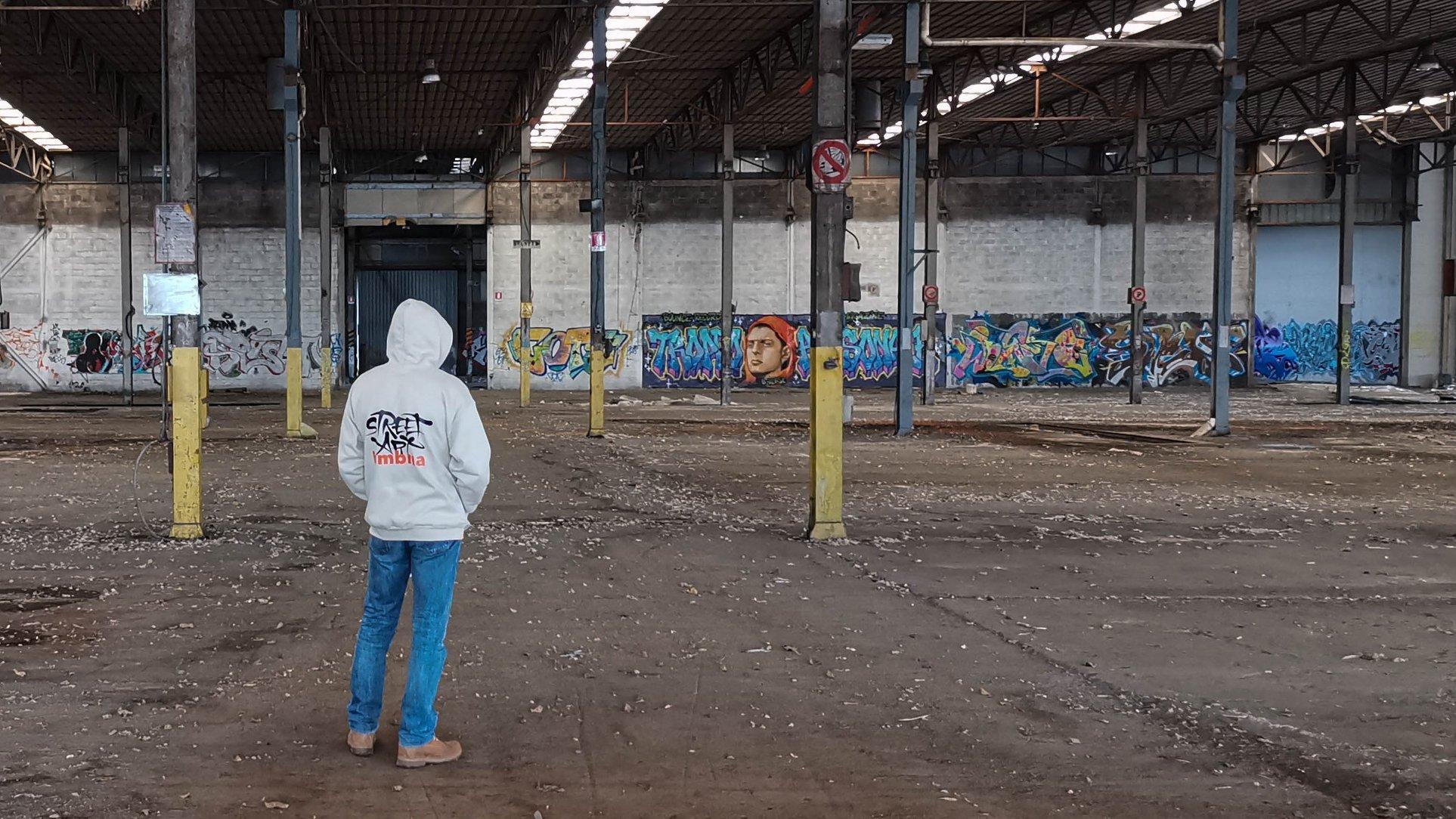 Street art in una fabbrica abbandonata